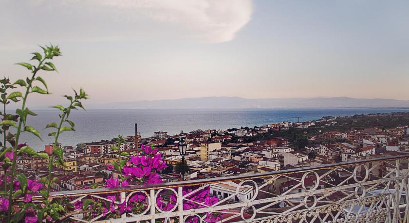 La Terrazza di Giulia in Trebisacce - Room Deals, Photos & Reviews