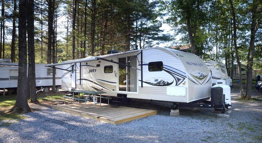 Lake George Escape 40 ft. Premium Travel Trailer 44