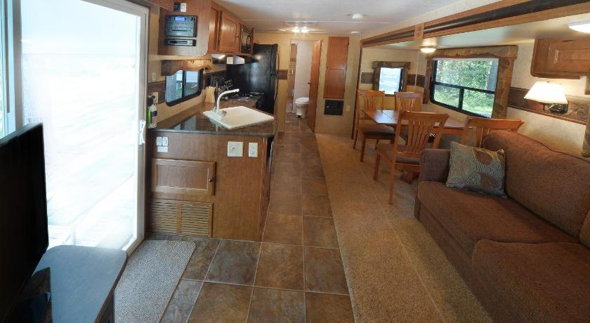 Se alla 31 bilder Lake George Escape 40 ft. Premium Travel Trailer 44