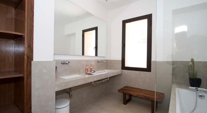 Bathroom Villa Contemporaine sur Golf