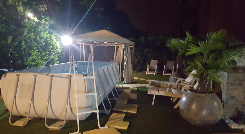Swimmingpool B&B Ai Prati