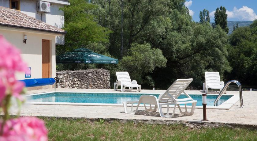 Swimming pool Motel Kolo