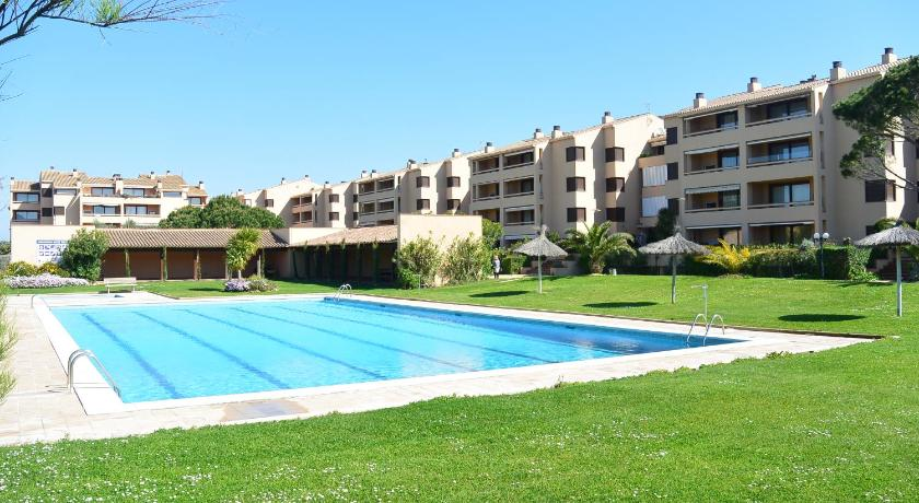 Bassein Apart. Golf Mar L