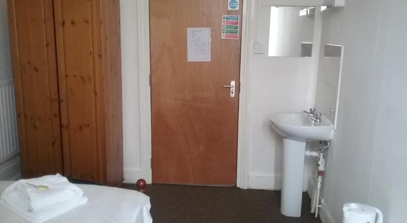 Single Room with Shared Bathroom Leicester City Hotel