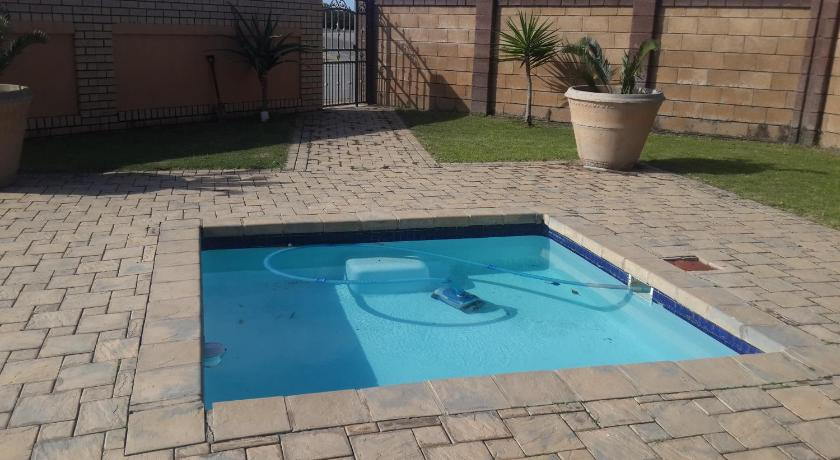 Swimming pool Marnic Self Catering Apartment