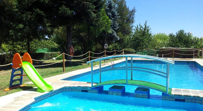 Best price on caba as bungalows camping la vera in for Swimming pool cabanas