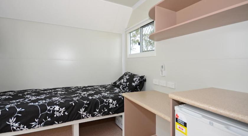Compact Single Van Room - Guestroom AAOK Moondarra Accommodation Village