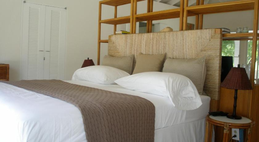 1 Bedroom Beach Front Tamarind House - Guestroom Pyramid Point Villas