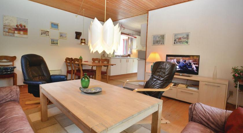 Three-Bedroom Holiday Home - Separate living room Holiday home Regnfangvej X