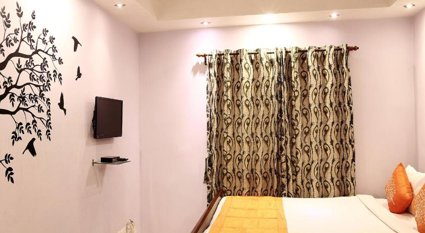 Standard Double Room - Guestroom OYO Apartments Near DLF Action Area 1