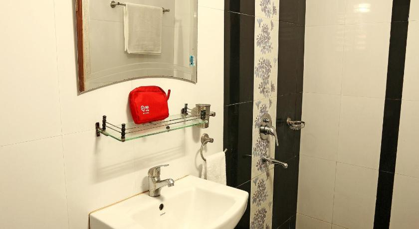 Bathroom OYO Apartments Near DLF Action Area 1