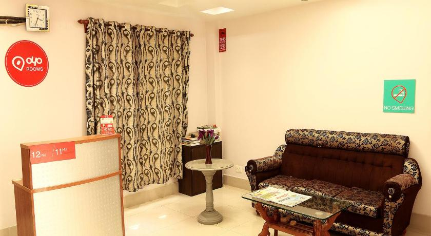 Lobby OYO Apartments Near DLF Action Area 1