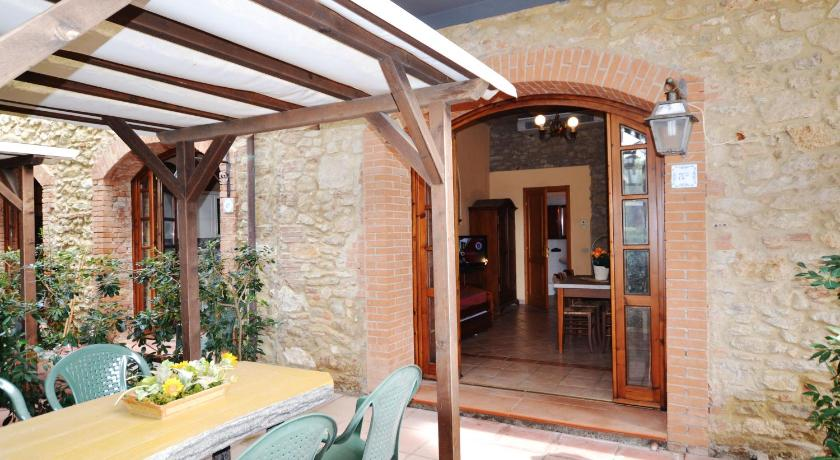 Studio Apartment - Entrance Villa Bolgherello