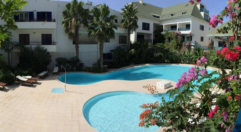 Sea View, Pool and Beach Front 2 Beds Leme Bedje
