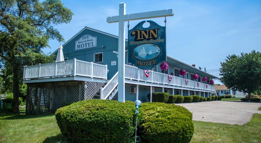Best Price on Inn Between the Beaches & Villager in York (ME) + Reviews