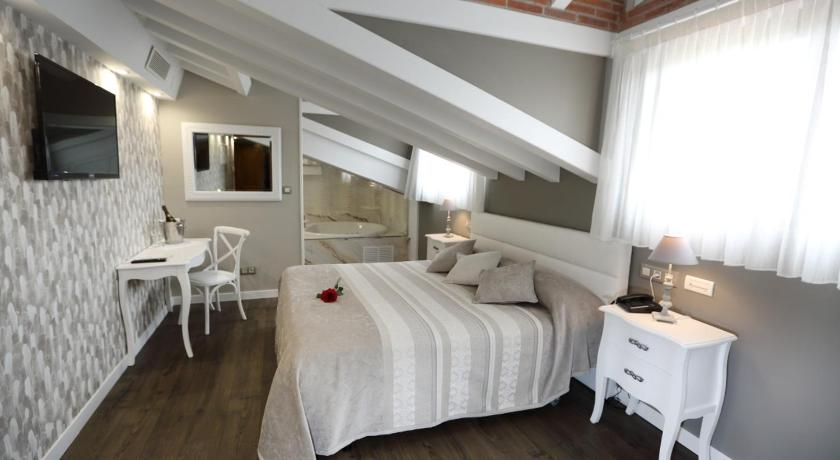 boutique hotels in santillana del mar  58