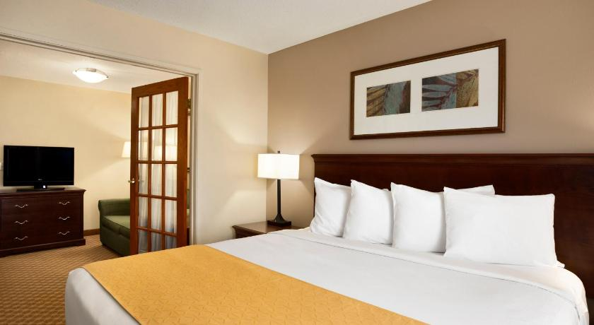 Guestroom Country Inn & Suites Maumee Toledo