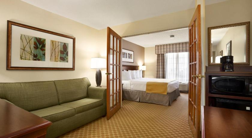 Country Inn & Suites Maumee Toledo