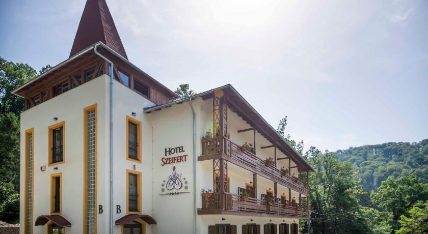 Cazare la  Hotel Szeifert