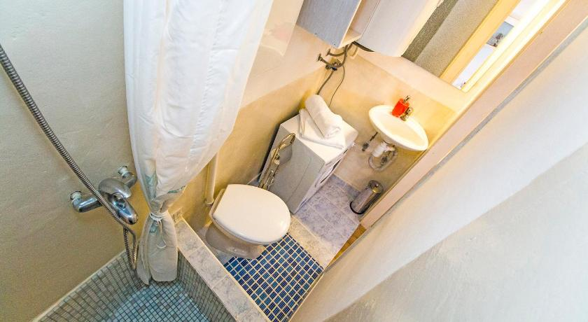 Bathroom Apartment Mili