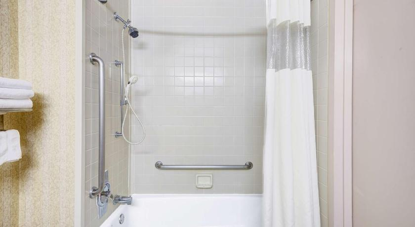 Bathroom Days Hotel by Wyndham Egg Harbor Township-Atlantic City