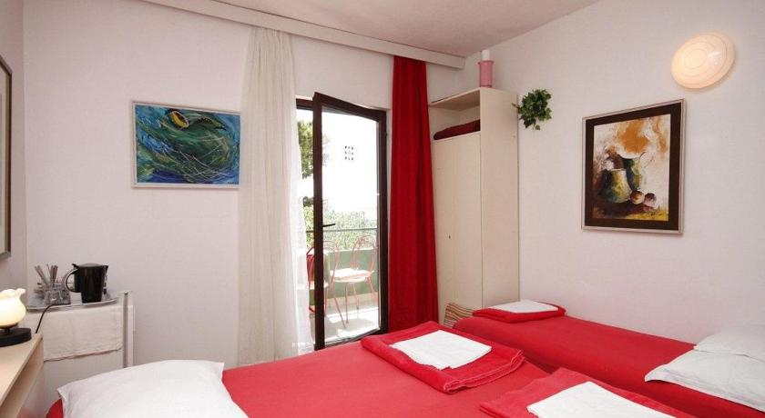 Triple Room with Balcony and Sea View - Guestroom Triple Room Makarska 6909a