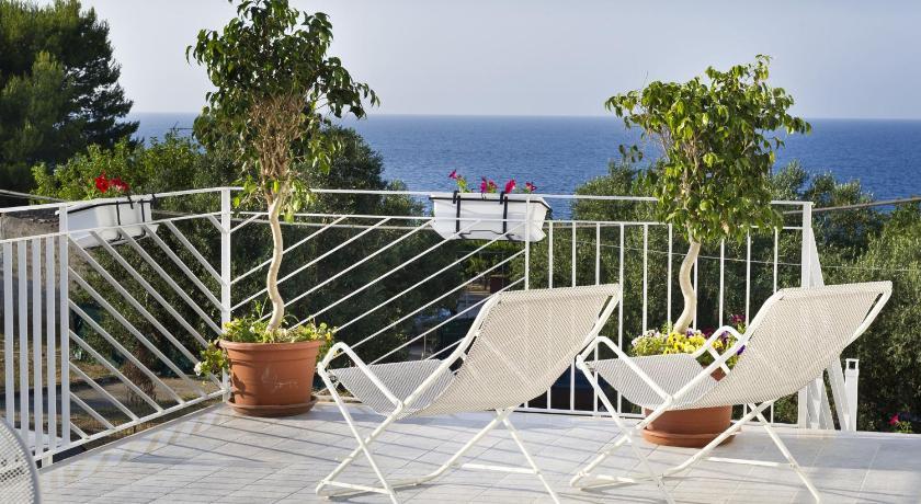 Case della baia prenota online bed breakfast europa for Case mediterranee della california