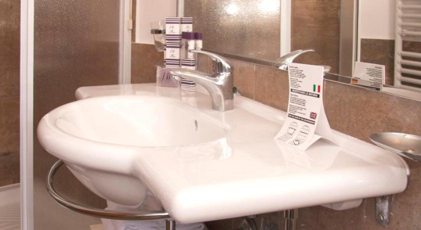 Double Room (1 Adult) - Bathroom Hotel delle Province