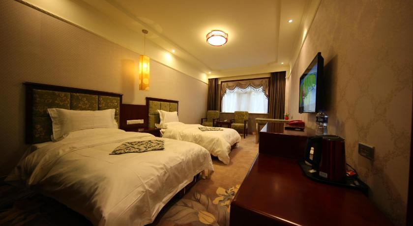Yilong Business Hotel