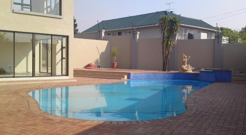 Swimming pool Live My Africa