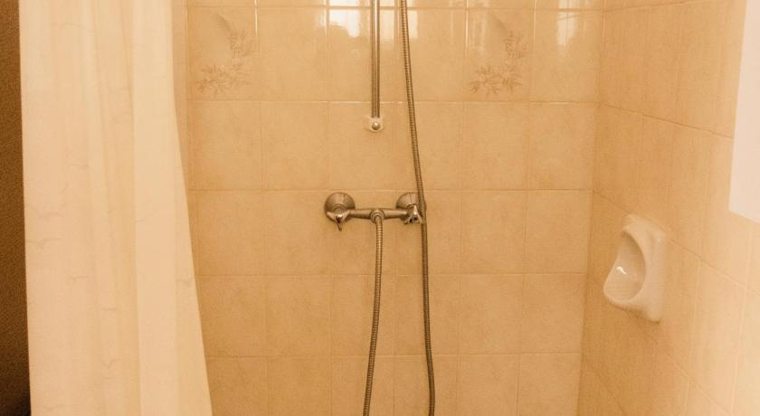 Studio Apartment - Shower Gozitana Apartments - walking distance from Xlendi Bay