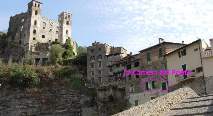 Best Price on La Camera Dal Ponte in Dolceacqua + Reviews!