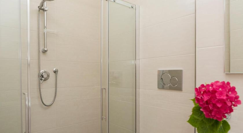 Standard Double or Twin Room - Shower Hotel Villa Tosi