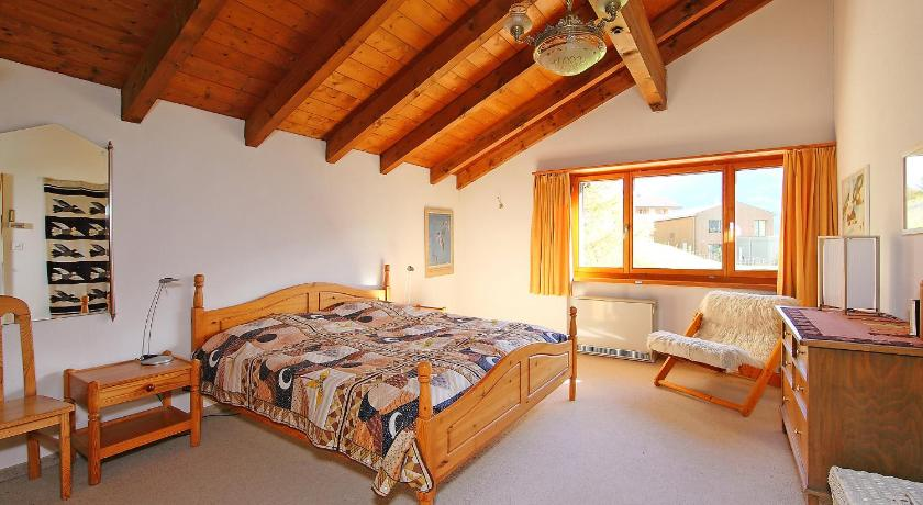 Three-Bedroom Holiday Home Chalet Albula