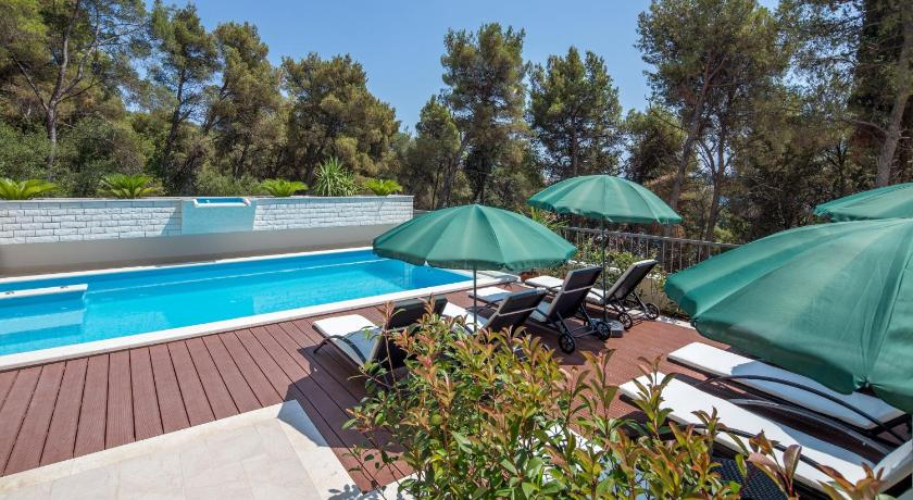 Swimming pool Villa Fani