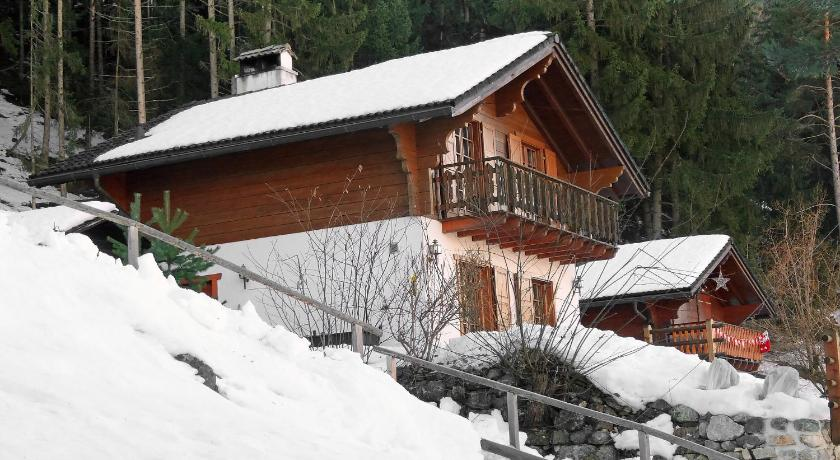 Three-Bedroom Holiday Home Chalet Gillioz