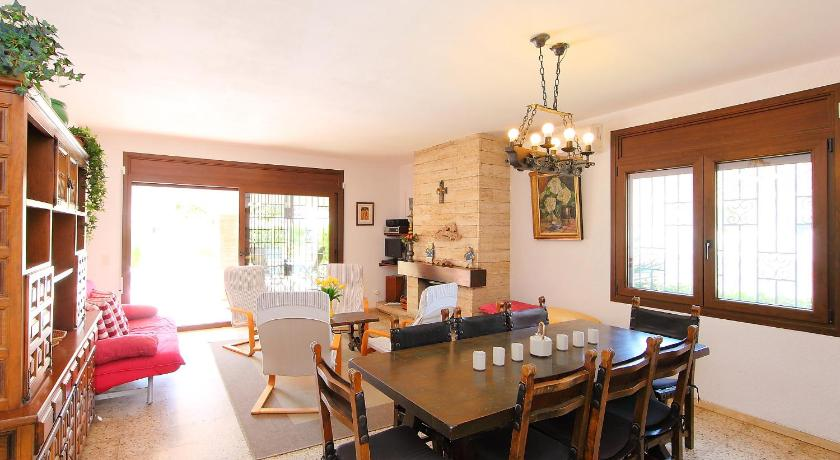 Four-Bedroom Holiday Home Holiday Home Falconera 33b