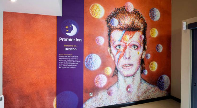 Lobby Premier Inn London Brixton