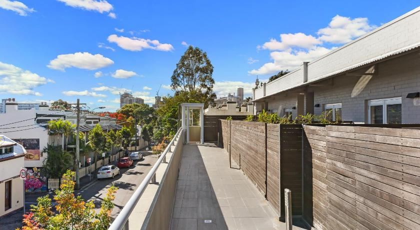 Balcony/terrace Glebe Self-Contained Modern One-Bedroom Apartment (7 COW)