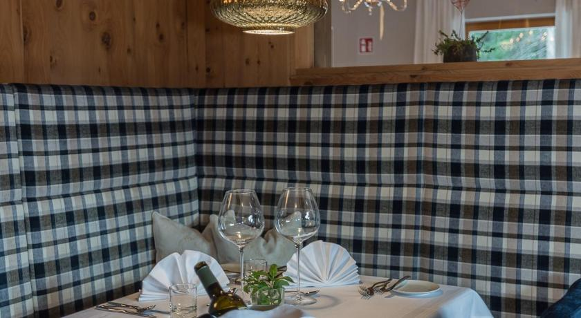 Hotel Weiher Green Lake - photos, opinions, book now, Falzes