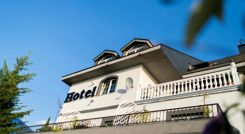 hoteles con encanto en la zubia  249