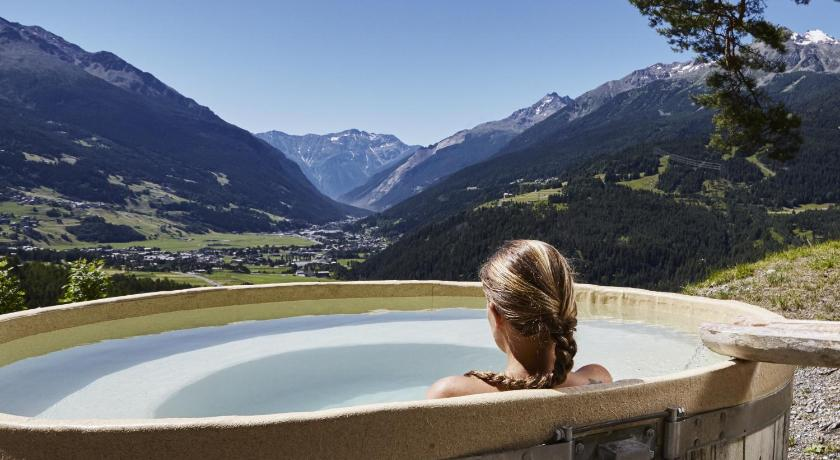 Best Price on QC Terme Hotel Bagni Vecchi in Bormio + Reviews!
