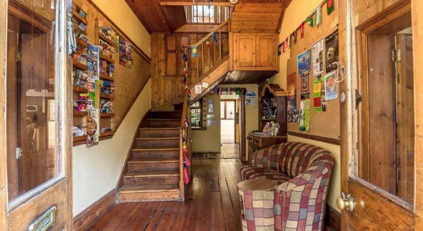 Lobby Mountain Manor Backpackers