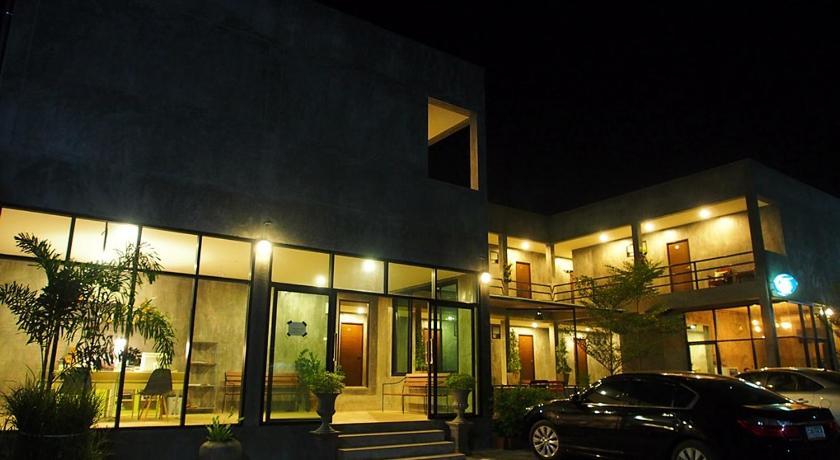 Come Moon Loft Hotel Phrae