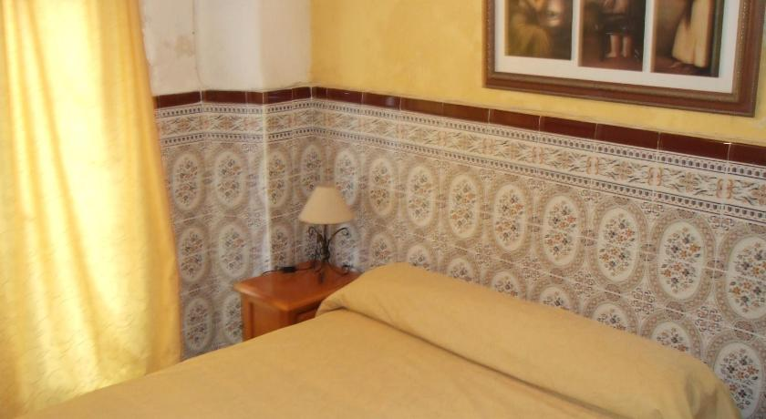 Double Room with Shared Bathroom - Guestroom Hostal Alcázar