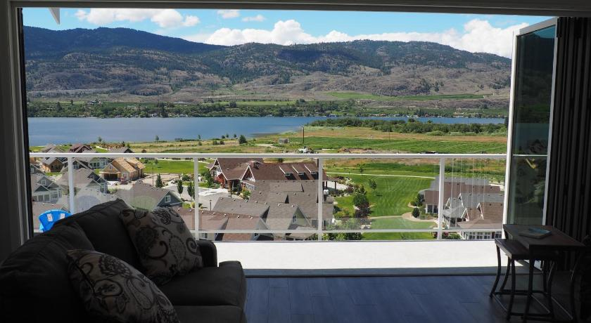 Osoyoos Luxury Home w/Spectacular Lake view