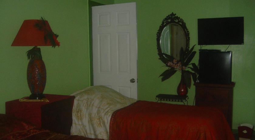 Double or Twin Room with Private Bathroom - Garden Green Lions Bed & Breakfast