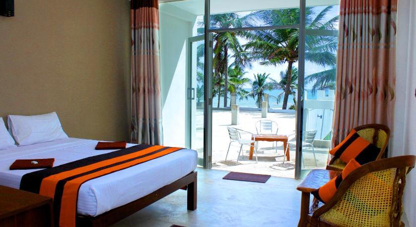 Saara Beach Hotel Marawila