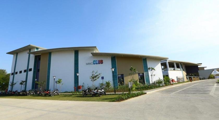 Best price on mahindra world city club in chennai reviews mahindra world city club gumiabroncs Gallery