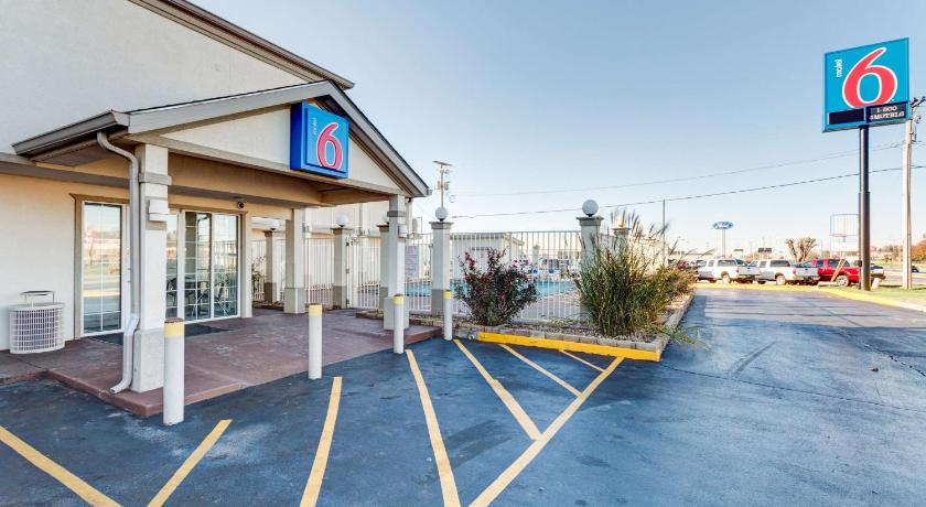 More About Motel 6 Bowling Green Kentucky